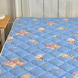 義大利Fancy Belle X DreamfulCat 雙人純棉防蹣抗菌透氣防水平面式保潔墊-夢遊星空