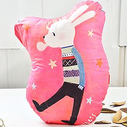 義大利Fancy Belle X Malis 數位造型抱枕 30*42CM-兔子吹泡泡