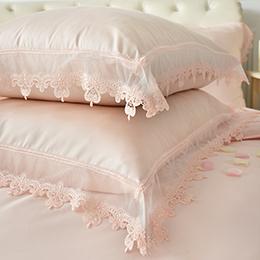 義大利La Belle 雙人天絲蕾絲防蹣抗菌舖棉兩用被床包組-艾蜜拉