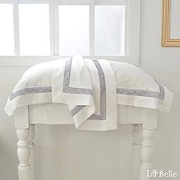義大利La Belle《薩爾瓦-銀》特大天絲蕾絲防蹣抗菌吸濕排汗兩用被床包組